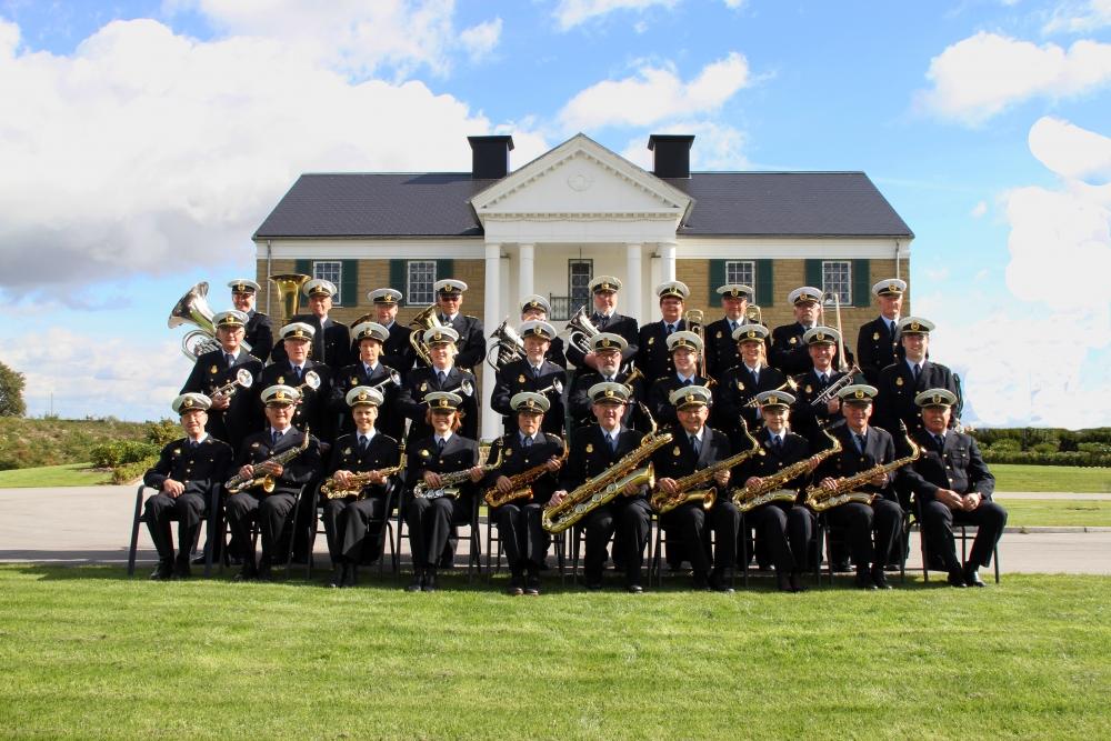 Randers Politiorkester foran Graceland i Randers